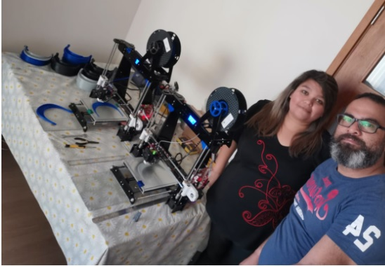 Académicos y alumnos de la Universidad de Antofagasta fabricaron 300 protectores faciales