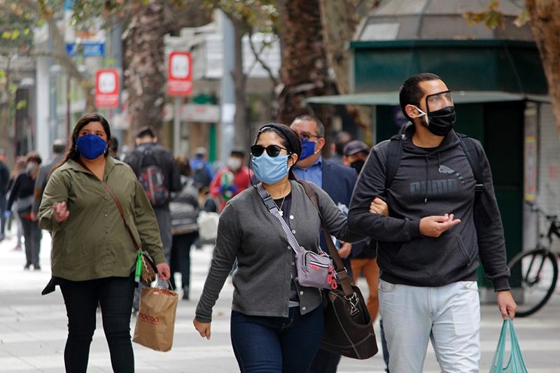 Movilidad en Región Metropolitana bajó sólo 35 por ciento promedio durante el primer mes de cuarentena masiva