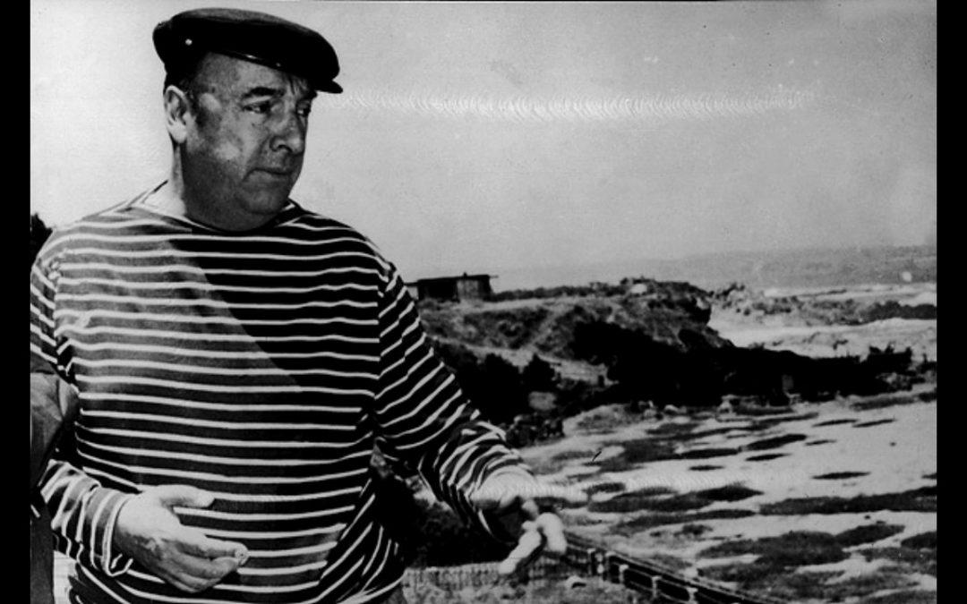 Universidad de Chile recibe en donación manuscrito original de Neruda encontrado a 47 años de su muerte