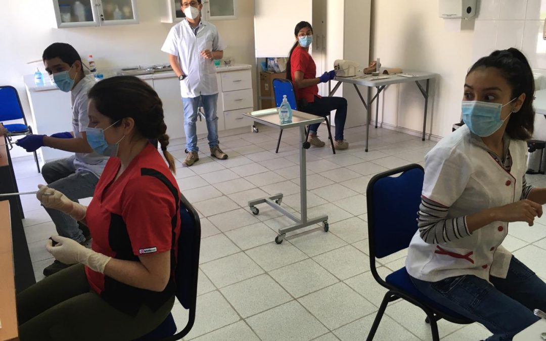 Estudiantes comienzan su retorno gradual a actividades presenciales en laboratorios y talleres en la UDA