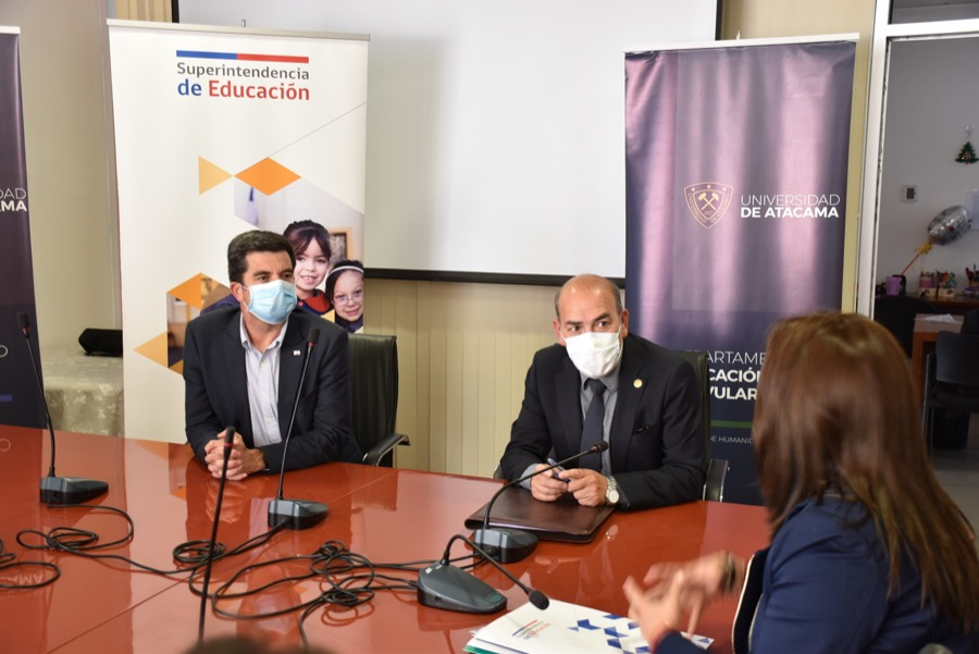 UDA y Superintendencia de Educación firmaron convenio para el mejoramiento de la Calidad