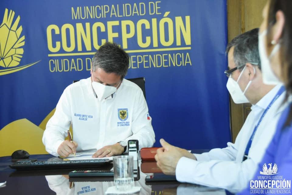 Rector y alcalde penquista firmaron acuerdo para atención de salud mental a estudiantes UBB