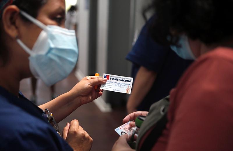 ISP recomienda uso de vacuna Oxford – AstraZeneca en mujeres sobre 55 años y en hombres mayores de 18 años