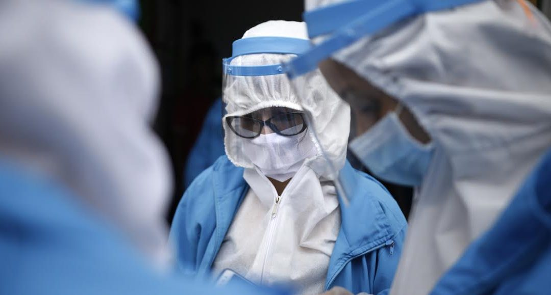 Trabajar en el área de la salud en tiempos de pandemia: quienes trabajan al menos 44 horas a la semana tienen más síntomas depresivos