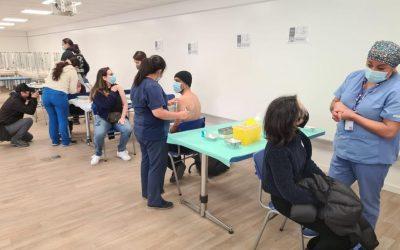Más de 560 jóvenes rezagados logran vacunarse en operativo realizado en la Usach